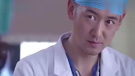 病人正在昏迷, 医生一说他的名字, 护士门吓得大叫, 还说他不是人
