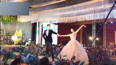 这个视频目测要火了, 新娘和新郎一起舞蹈, 他们