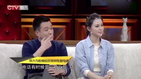 佟大为和妻子上节目, 却被女主持强行拥抱, 关悦的表情亮了!