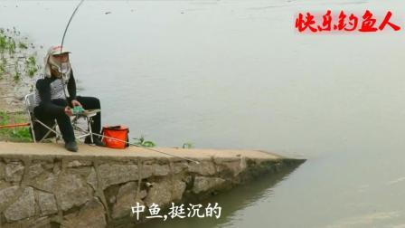 钓鱼: 湘江出水口竟然没人垂钓, 这位钓友抓住了机会, 接连钓获大板鲫