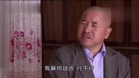媳妇没能看住腾飞, 刘能二话不说上脚踢, 俩人打起来, 热闹了