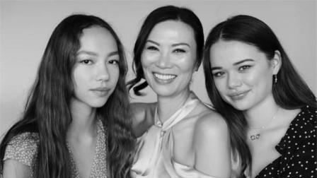 俩女儿为邓文迪庆祝50岁生日, 母女合照邓文迪凭独特魅力胜出
