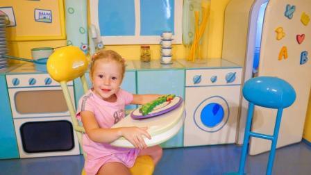 咦? 这是谁的家呢? 小萝莉遇见谁了呢? 萌宝玩具