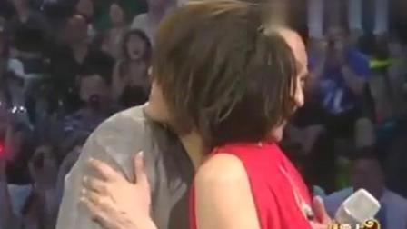 刘德华与梁咏琪同台, 他们拥抱的时候, 全场都是尖叫声