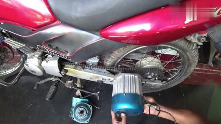 有技术真好, 小伙给摩托车改装一款油电混合动力, 节能环保太棒了