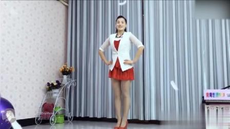美女穿短裙在家跳广场舞, 舞姿美艳动人