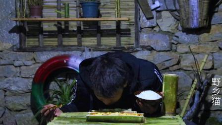 隐居深山, 小伙深夜用竹筒做美食, 配上深山夜景真有感觉