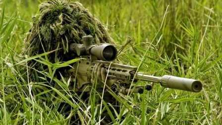 1200米外一枪毙敌, 乌克兰女狙击手展现绝技, 险遭炮火命中