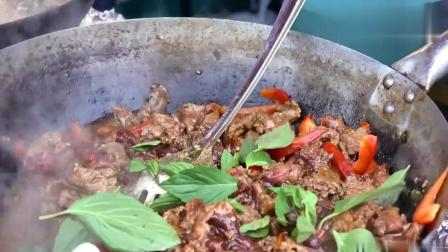 泰国人在伦敦卖美食, 看看怎么炒一锅肉, 感觉好吃吗?