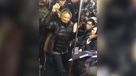 辣报澎湃视频资讯 遭白人打骂, 亚裔纽约地铁遇种族歧视