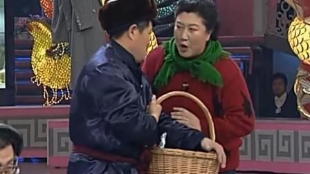 赵本山这小品也太逗了, 去村长家拜年, 竟然把老丈人外号叫出来了