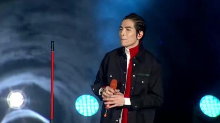 萧敬腾演唱会现场版的阿飞的小蝴蝶 果真唱功不俗 唱得超好