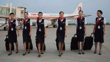 空姐们上班的时候, 为什么都要穿一双丝袜? 原来