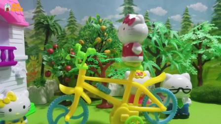 凯蒂猫玩具故事: 凯蒂教咪咪骑自行车, 咪咪学的真棒