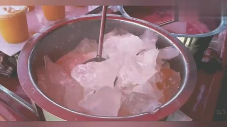 印度美食, 街头现做冰镇芒果汁, 冰块、牛奶、色素、白砂糖!