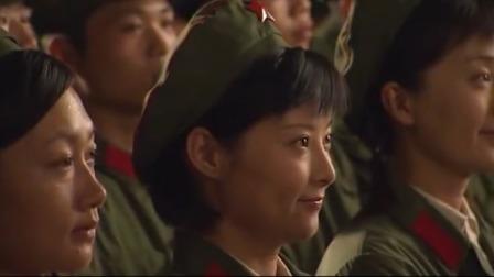 大校的女儿:男兵在台上华丽演出,女兵台下看男兵的眼神有戏