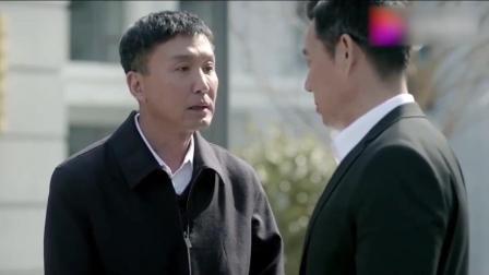 人民的名义: 赵立春曾拉着李达康的手让他批美食城, 李达康拒绝!