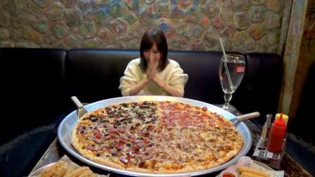 大胃王挑战82寸披萨, 镜头拉近后穿帮了, 难怪敢开直播