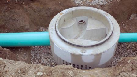 实拍, 老外如何连接下水管道, 原来是用胶水粘起来的