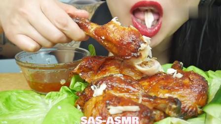 泰国吃播微笑姐, 吃一大只烟熏烤鸡, 大鸡腿好有食欲啊