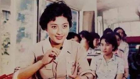 经典老歌, 李秀文的《 青春多美好》, 电影《小字辈》插曲