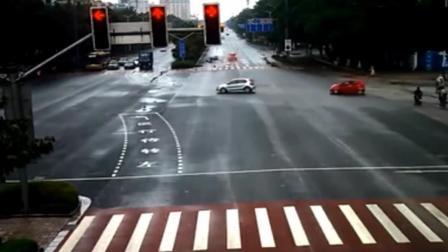 这是我见过最离奇的车祸, 货车司机当时是怎么想