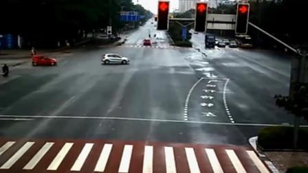 这是我见过最离奇的事故, 货车司机当时在想什么