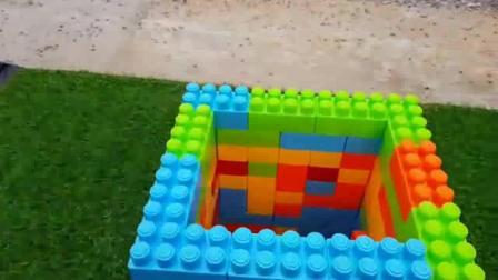 挖掘机儿童玩具挖掘机搭建彩色直升机场