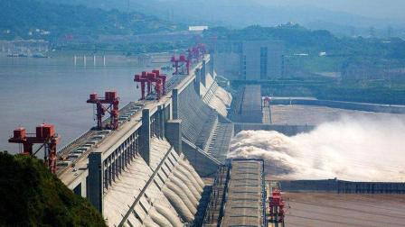 我国耗资上千亿的三峡水电站, 一年能赚到多少钱? 数额说出来你可能不相信