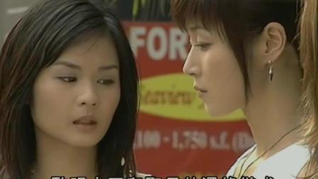 马小玲和女儿一起去逛街, 就像一对漂亮的姐妹花