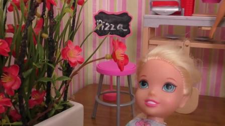 芭比娃娃玩具: 安娜维拉把甜点藏在了花丛中, 那妈妈会发现吗?