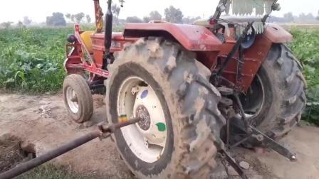 高手在民间! 牛人拖拉机改造的抽水泵, 真牛!