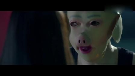 猥琐面具男绑架小清新女神, 拿着美女的内衣这样折磨她