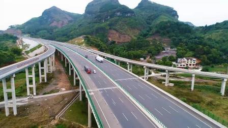 航拍广西首条八车道高速公路, 穿山越岭、风光最美!