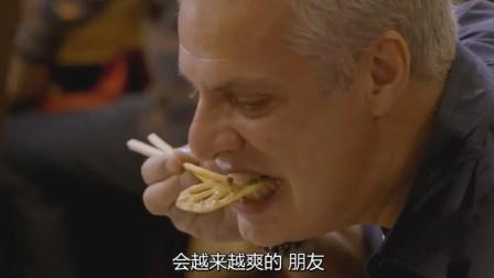 被朋友骗去吃四川火锅, 老外被辣得一脸绝望: 你就是个恶魔!