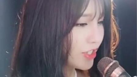 气质美女翻唱网红歌曲《世界第一等》, 甜美嗓音太好听!