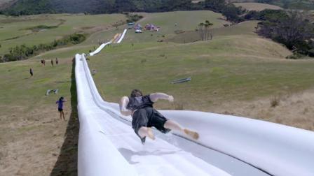 世界上最长的水滑梯, 600多米1分钟滑完, 真是比过山车还要刺激