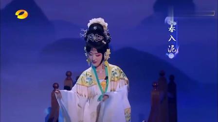 杨钰莹玩跨界, 与资深小戏骨合唱京剧《梨花颂》, 太惊艳了
