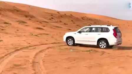 外国小伙开哈弗H9去沙漠玩越野, 踩一脚油门才知