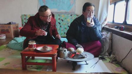 西北特色罐罐茶, 小时候父辈不让喝, 如今老爸儿子一起煮, 有说有笑真幸福