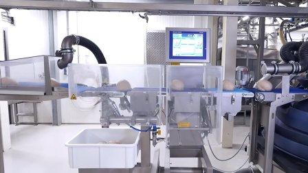机械化生产吐司的车间, 原料进去, 出来后便是烤熟的吐司