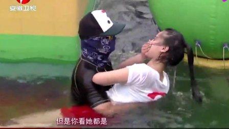 男生女生向前冲: 俩美女闯关, 蓝衣女子表现太厉害了, 落水那刻太心疼