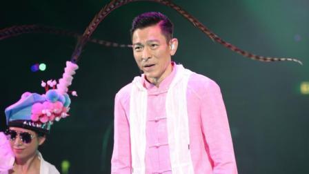 刘德华演唱会视频横霸抖音 成龙却因为花篮四个字引发争议