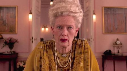 仙女提尔达饰演八旬贵妇, 扮相竟毫不违和
