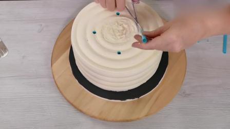 充满金属质感的双层蛋糕, 精致的不忍下口啊!