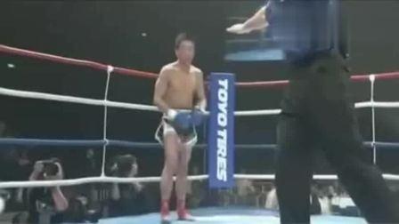 日本嚣张拳手开场就暴揍中国人, 中国小将的回应凶残了!