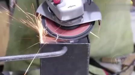牛人自制一个火箭炉, 结实耐用火力足, 一块肉很