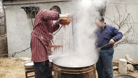 这才是农村纯手工制作, 纯红薯粉条, 看看师傅们是怎么做出来的