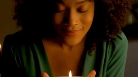 牛人发明智能蜡烛, 能遥控点火, 烧上1年它也不会