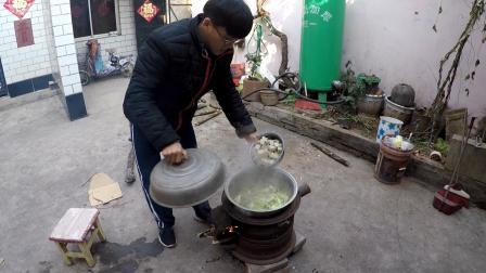 柴火铁锅大烩菜 河南农村标配午餐 吃一次保证让你上瘾
